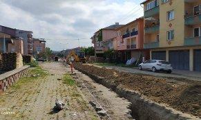 Doğalgaz altyapı  çalışmaları Mahalle Dereboyu caddesinde devam ediyor.....